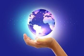 掌の地球.jpg